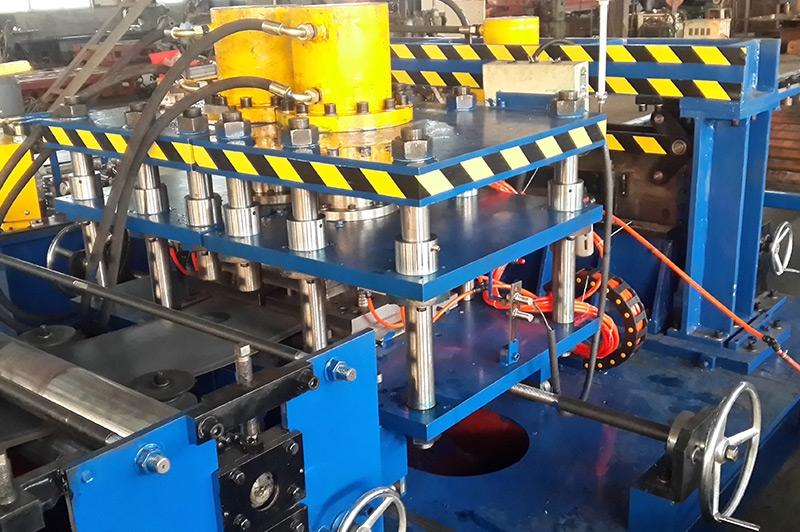 电缆桥架设备—四柱气动抽芯式