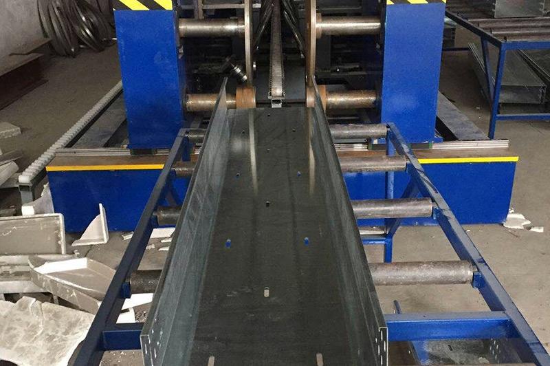托盘式桥架设备—液压冲孔