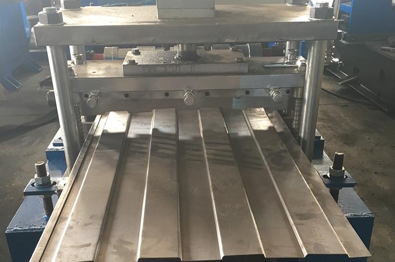 节能桥架底板设备—液压切断