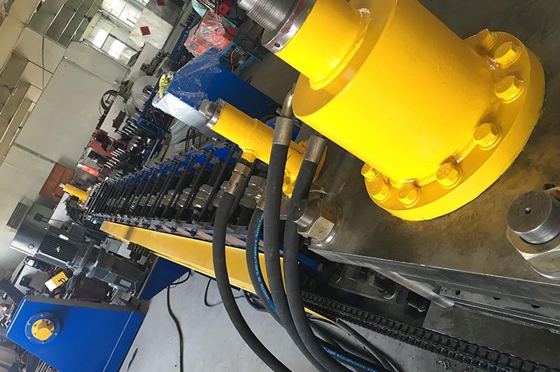 梯式桥架设备—多组液压冲孔