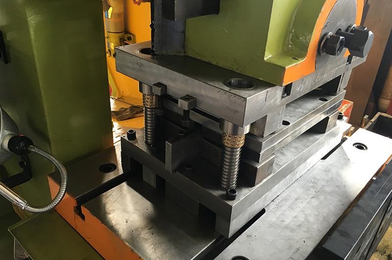 桥架连接片设备—组合式模具