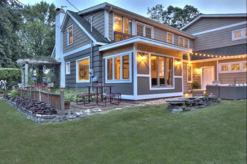 轻钢别墅适合在农村建吗?轻钢结构房屋有这些优势,有缺陷吗?